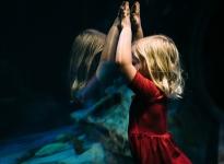 Jak se cítí děti na cestě mezi maminkou a tatínkem? Přečtěte si zajímavý článek o střídavé péči.